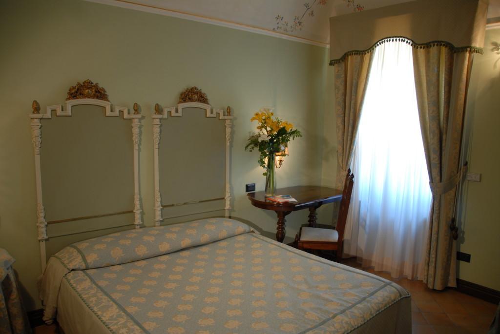 http://www.villapalocla.it/wp-content/uploads/2015/05/Hotel-Camera-Narciso-1024x685.jpg
